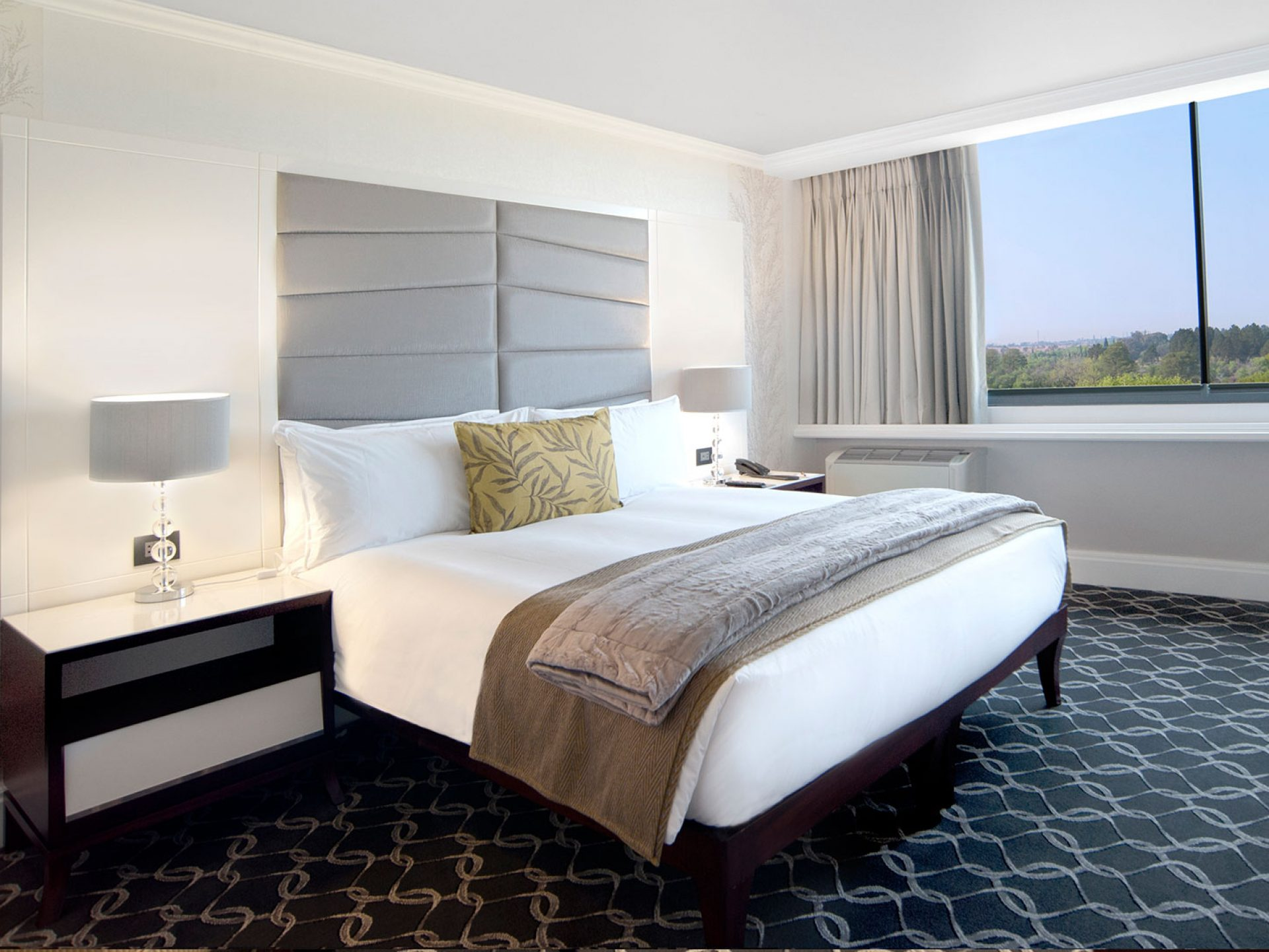A room with a double bed at Riverside Sun