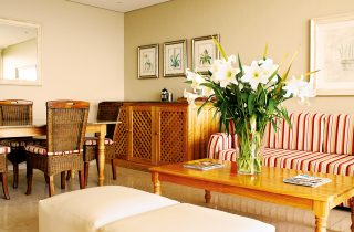 Room with lounge and flower arrangement