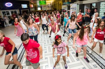 Flashmob at Hemingways Casino